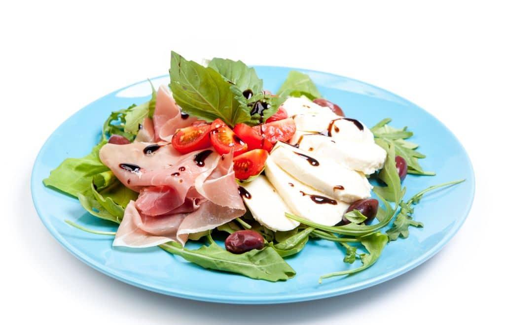 Salata bocconcini crudo Cluj